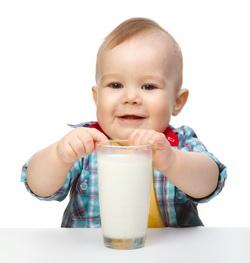 Можно ли ребенку коровье молоко