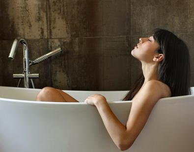 Можно беременным принимать ванну